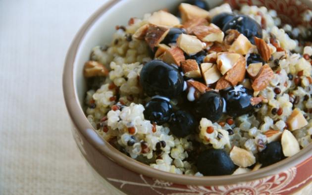 Desayuno-de-quinoa-con-frutas