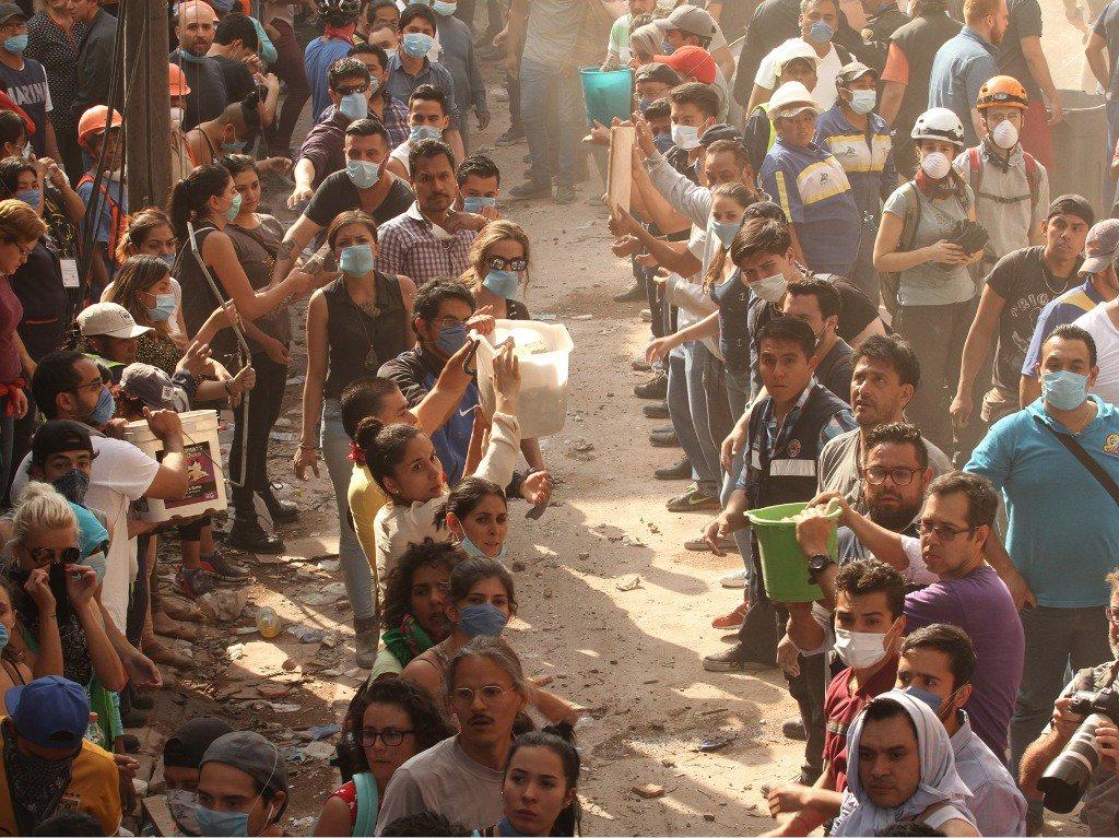 10 emotivas historias que se viven en el #TerremotoMx